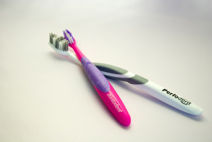 ordinary-vs-Powered-Toothbrushes-image